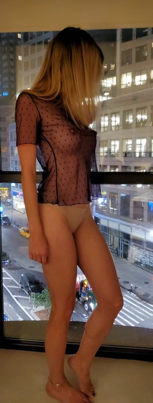 Henriette escort in Fort Bliss