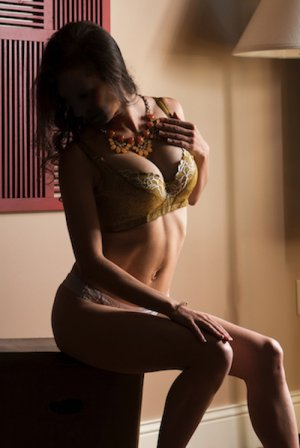 Clairine escort girl & adult dating