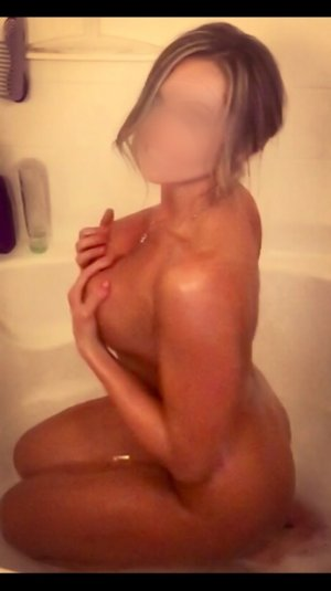 Sawsane independent escort in Bloomington IL